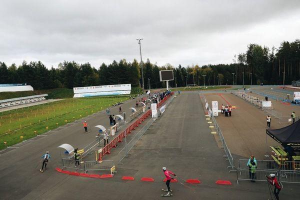 Команда Тюменской области выиграла дамскую эстафету наЧР полетнему биатлону